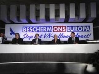Le Vlaams Belang s'offre Le Pen et Bannon pour mettre la pression sur le Pacte