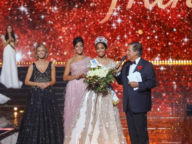 Clémence Botino, Miss France 2020, lance un tacle à Vaimalama Chaves