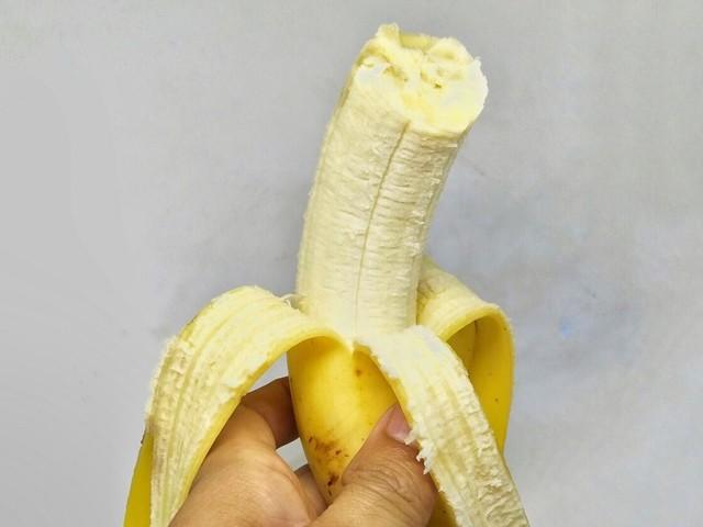 Pendant que des gens meurent de faim, une banane a été vendue 120 000 dollars… avant d'être mangée