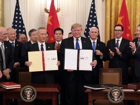 """Les Etats-Unis et la Chine signent un accord commercial """"historique"""""""