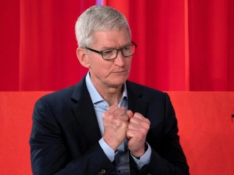 """La baisse des ventes d'iPhone se confirme mais Apple voit une """"amélioration"""""""
