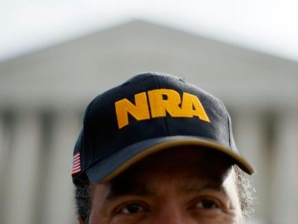 USA: les armes à feu de retour devant une Cour suprême à majorité conservatrice