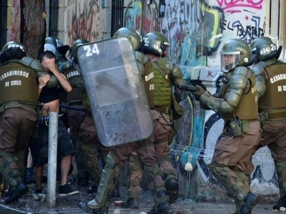 Crise sociale au Chili: le président Piñera condamne pour la première fois les violences policières
