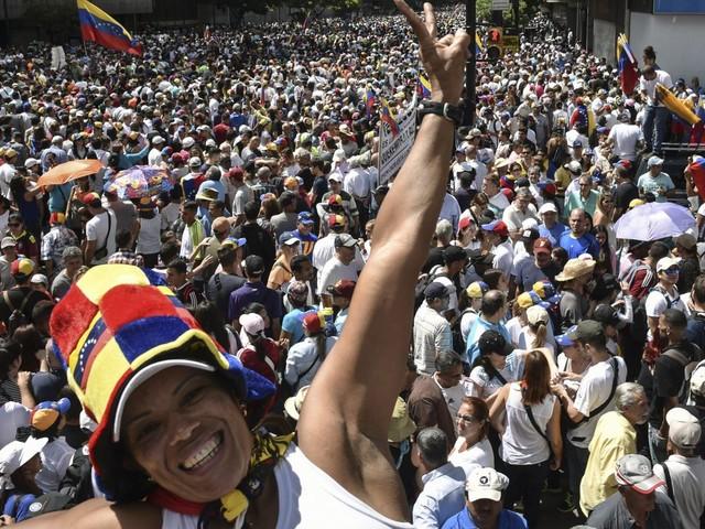 """Manifestations contre Maduro au Venezuela : """"C'est au sein de l'armée que se jouera l'avenir, ou non, de ce mouvement"""""""