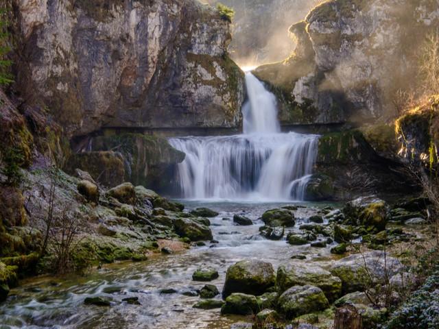 10 cascades à couper le souffle que vous pouvez admirer en France