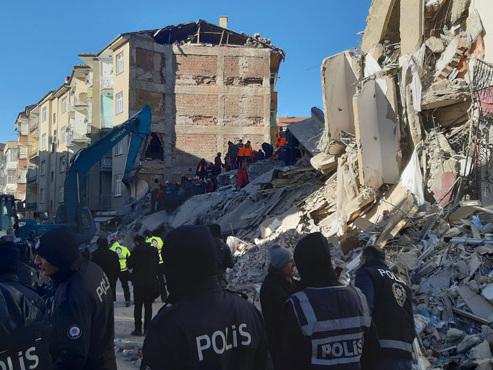Turquie: au moins 21 morts dans un puissant séisme