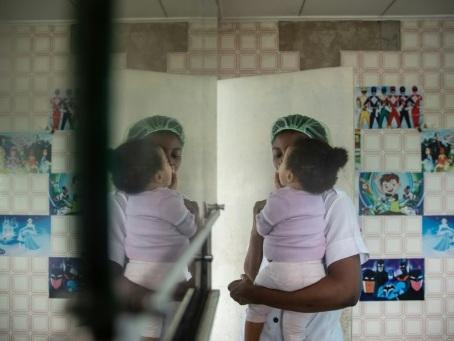 "Nés des viols en Libye, les enfants ""sans nom"" du Nigeria"