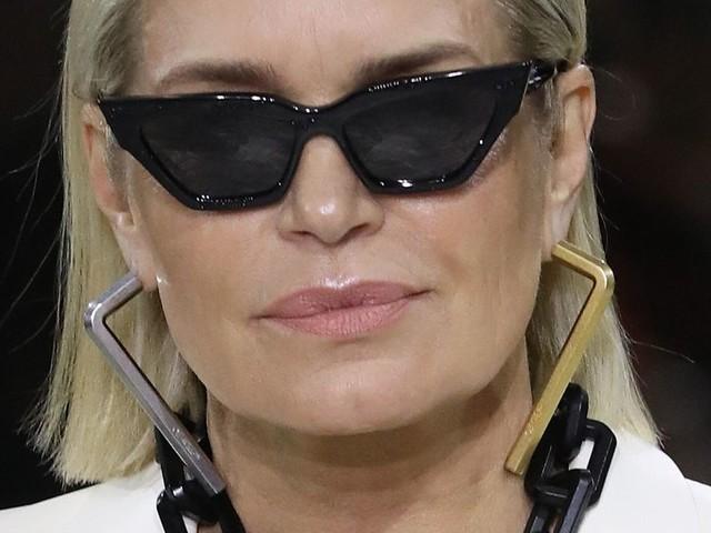 Yolanda Hadid défile avec ses filles à la Fashion Week de Paris