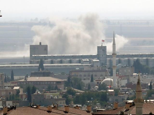 Des familles de Daech s'échappent de camps proches des combats entre Kurdes et Turcs