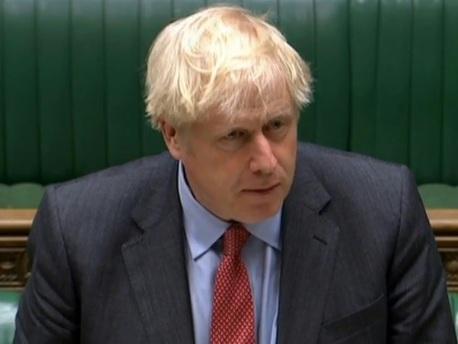 Coronavirus: Boris Johnson serre la vis et impose un couvre-feu aux pubs