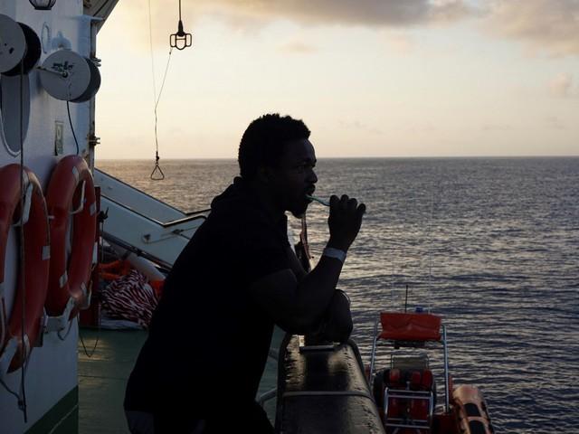 Open Arms: 27 migrants mineurs autorisés à débarquer à Lampedusa