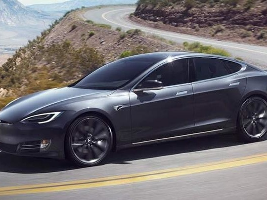 Une Tesla Model S explose dans un parking