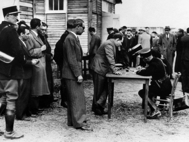 En Allemagne, un centre de recherche restitue les objets trouvés dans les camps de concentration aux familles de déportés