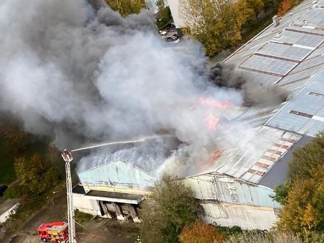 Un important incendie dans un entrepôt du Havre : environ 300 habitants évacués, d'autres confinés
