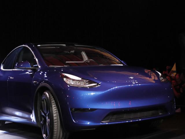 Elon Musk dévoile la Tesla Model Y, un SUV électrique abordable