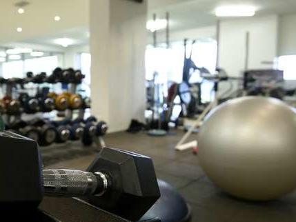 Des travailleurs sans papiers occupent une salle de fitness à Paris