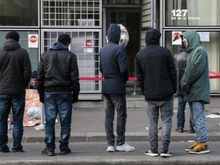 """""""Inutile et dangereux"""": les associations dénoncent les mesures attendues sur l'immigration"""