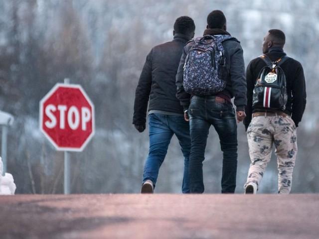 Des militants d'extrême droite bloquent un col des Alpes, lieu de passage des migrants