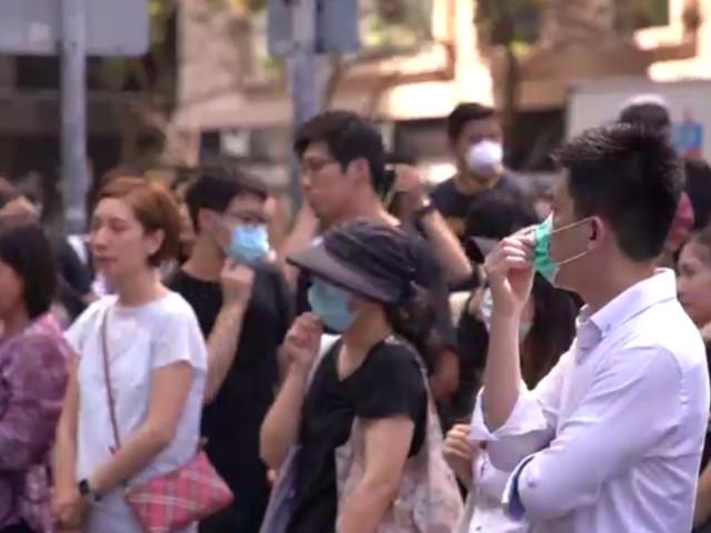 À Hong Kong, rassemblement devant l'école du manifestant pro-démocratie blessé par balle