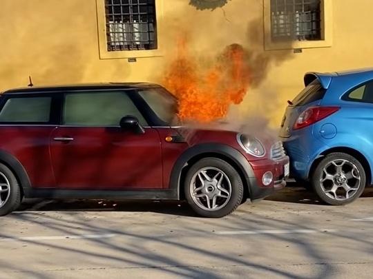 Quand un incendie transforme une Mini en voiture autonome