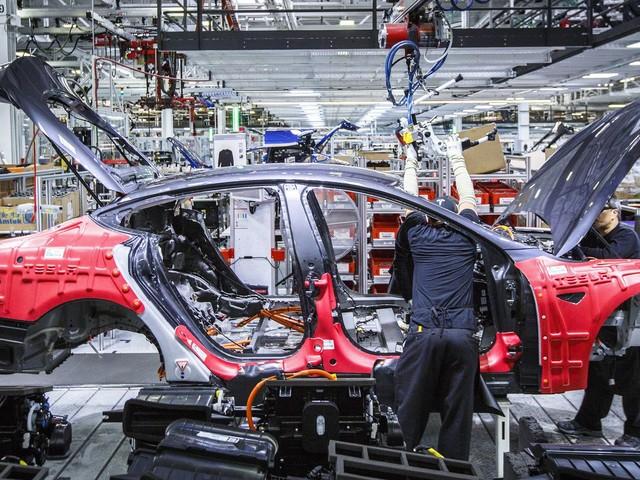 Des employés de Tesla racontent la vie dans l'entreprise d'Elon Musk