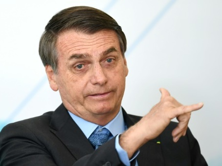 """Feux en Amazonie : Bolsonaro contre la """"psychose environnementale"""" et les ONG"""