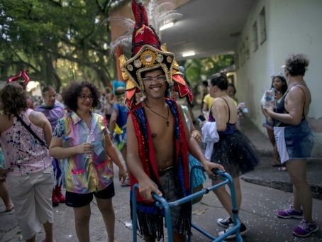 A Rio, le carnaval comme thérapie pour des patients en psychiatrie