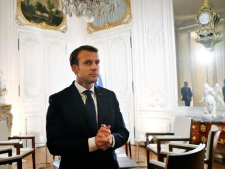 Macron reçoit à Versailles des patrons du monde entier
