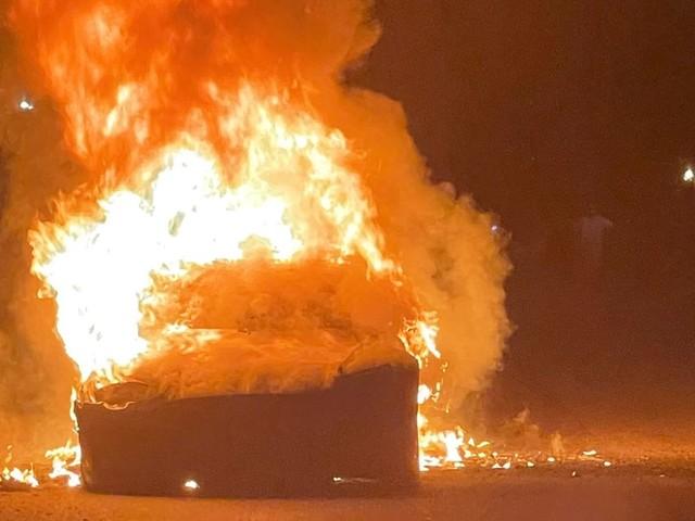 Une Tesla S Plaid prend feu aux États-Unis, le conducteur brièvement piégé à l'intérieur
