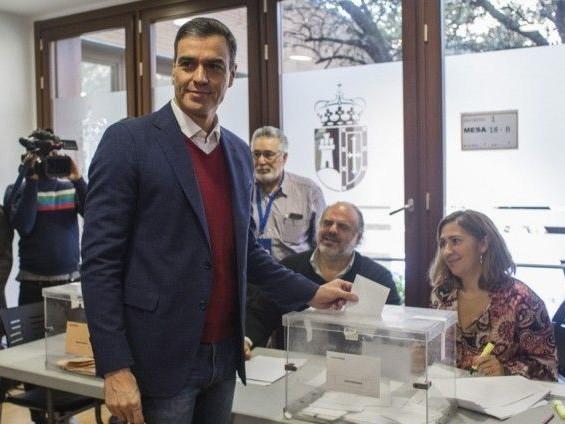 Élections législatives en Espagne : les socialistes en tête, l'extrême droite fait une percée
