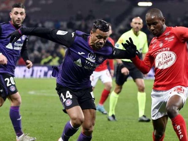 Ligue 1 : Toulouse renversé et écrasé par Brest, Reims surpris par Nîmes