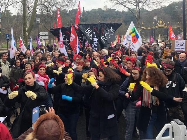 A Nîmes, les manifestants donnent de la voix contre la réforme des retraites