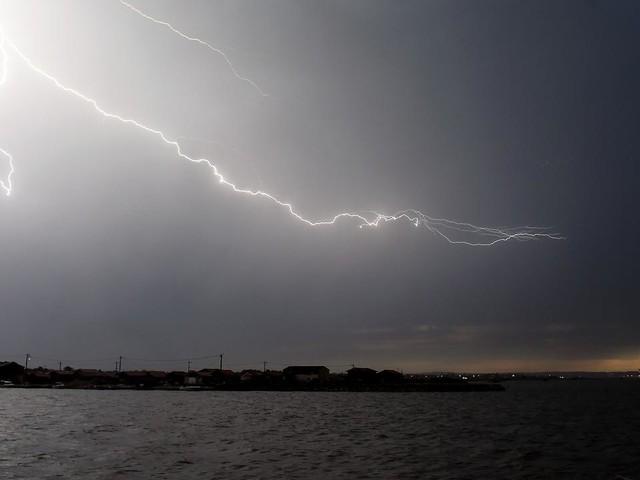 EN DIRECT - Alerte météo : 6 départements en vigilance orange, l'Aude sous des pluies diluviennes