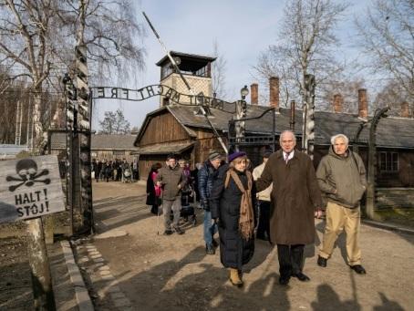 Les survivants d'Auschwitz lancent un avertissement, 75 ans après la libération