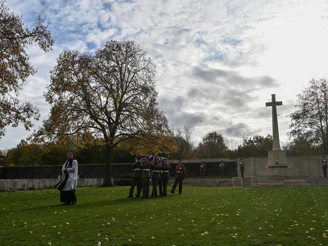 """""""Plus seulement un nom sur un mur"""": l'histoire renouée d'une descendante d'un soldat britannique enterré un siècle après"""
