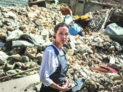Angelina Jolie en visite à Mossoul, l'ancien fief de Daesh