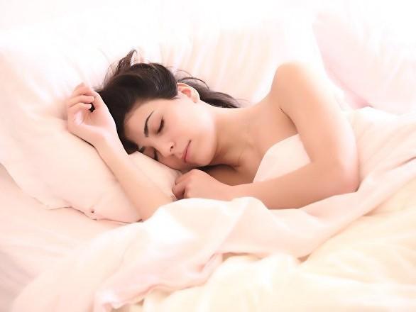 Des chercheurs révèlent les aliments à éviter pour bien dormir