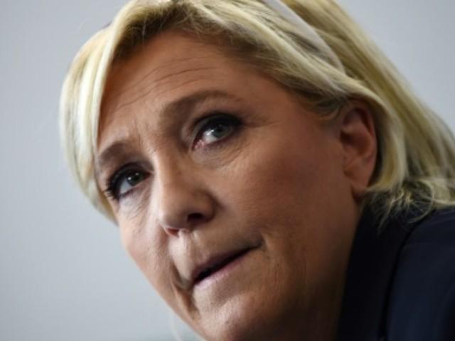 Marine Le Pen sort du silence et espère devenir la première opposante