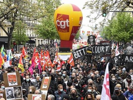Ce que l'on sait des violences contre la CGT lors de la manifestation du 1er mai à Paris
