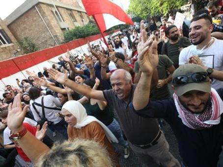 Liban: fuite en avant des dirigeants, la contestation ne tarit pas