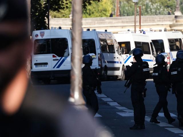 Projet d'attentat d'un groupe néonazi : cinq personnes en garde à vue