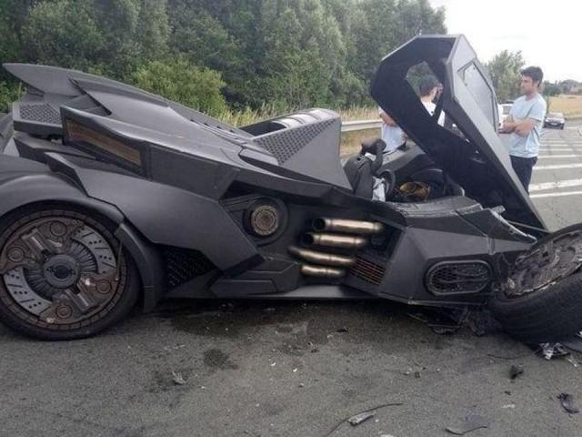 Elle faisait sensation en Belgique il y a quelques jours: voici ce qui est arrivé à la «Batmobile» non loin de la frontière