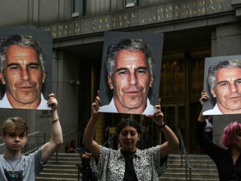 Affaire Epstein: un appel à témoins est lancé en France, trois femmes entendues