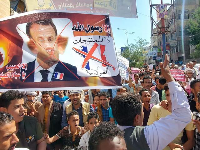 """Emmanuel Macron comprend que les caricatures puissent """"choquer"""", mais estime qu'elles ne justifient pas """"la violence"""""""