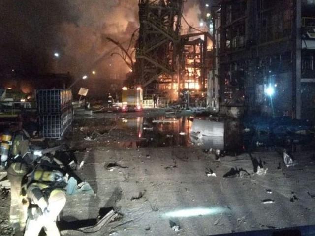 VIDEO- Le bilan passe à deux morts après l'explosion dans une usine pétrochimique en Catalogne