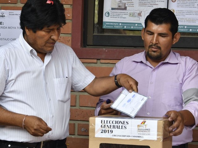 Elections en Bolivie: Evo Morales en tête, mais contraint à un second tour inédit