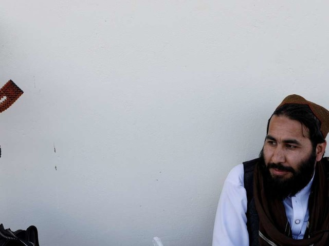 Afghanistan: les talibans mettent fin àune trêve partielle