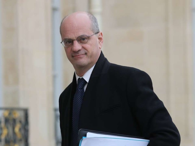 Suivez en direct l'émission «Questions politiques» avec Jean-Michel Blanquer