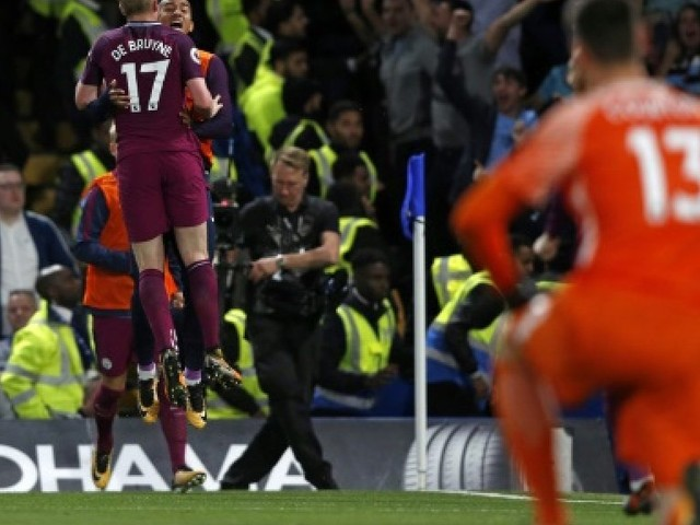 Angleterre: Manchester United provisoirement seul en tête