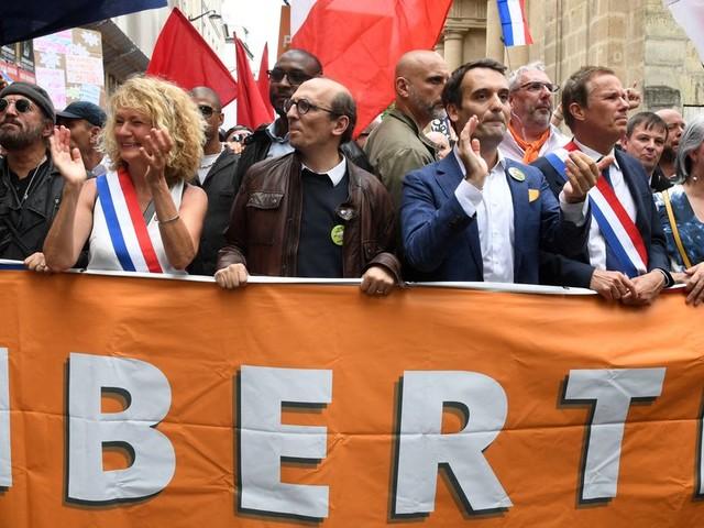 Manifestation à Paris contre le pass sanitaire: le dérapage de Martine Wonner
